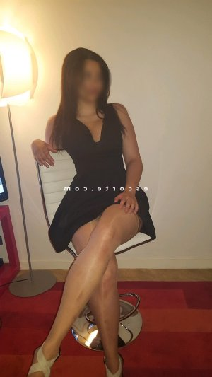 Amorine escort girl club libertin